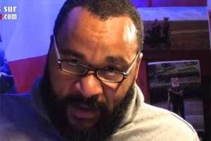 Dieudonné tijdens een videotoespraak - Foto: Screenshot YouTube