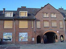 Duindorp. Toegangspoort tot de Pluvierhof in 2007