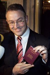 waar heb je dat paspoort gestolen? Staatssecretaris Ahmed Aboutaleb van Sociale Zaken zegt dat hij nooit is benaderd om in Nederland werkzaamheden te verrichten ten gunste van Marokko. Hij maakte dat donderdag duidelijk in een reactie op berichten over ronselpraktijken van de Marokkaanse geheime dienst in ons land.