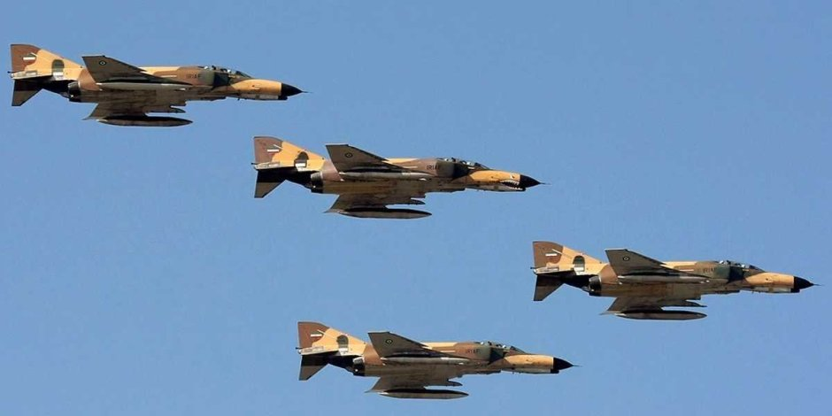 Iranian F-4 Phantoms flying in formation
