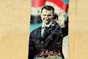 Een poster van Bashar al-Assad in Idlib. Foto Reuters / Ammar Abdallah