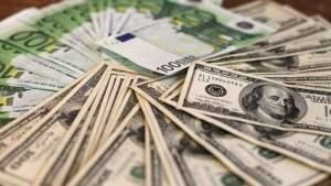 Behoren de euro- en dollarbiljetten in de toekomst tot het verleden? © afp.