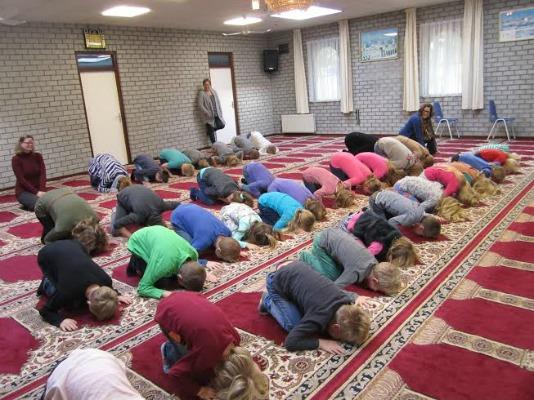 Bezoek OBS vinkenbuurt aan moskee Zwolle